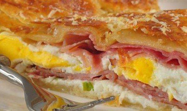 Рецепт                  Пирог из слоеного теста с ветчиной и яйцами