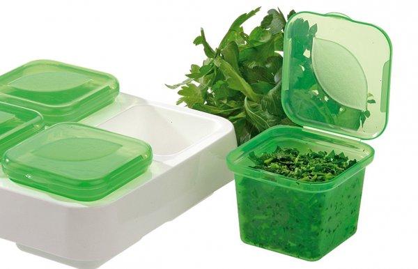Замораживай зелень порционно, в небольших пакетах или контейнерах