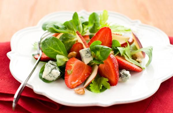 Рецепт                  Салат из клубники с голубым сыром и яблоками