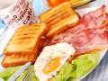 Яйца с беконом: Три идеи для завтрака