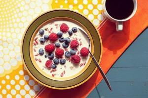 Летом добавляй в каши свежие ягоды