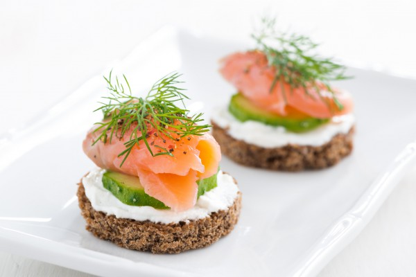 Рецепт                  Новогодние рецепты: Канапе с лососем и огурцом