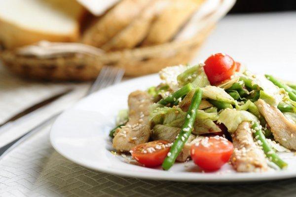 Рецепт                  Теплый салат из курицы со стручковой фасолью