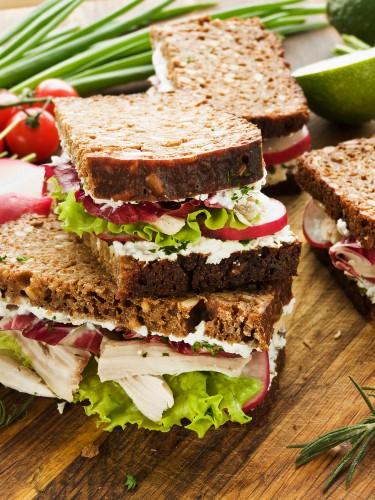 Рецепт                  Сэндвич с курицей и редисом