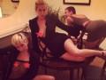 Майли Сайрус показала пикантные фото с дочками Брюса Уиллиса