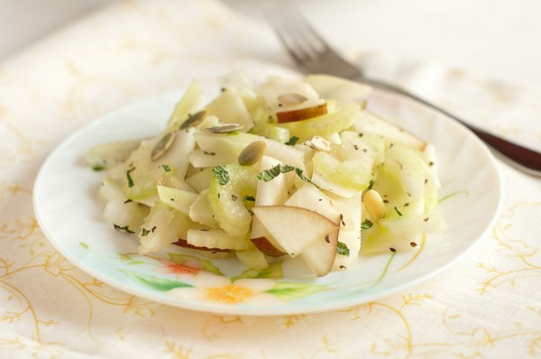 Рецепт                  Салат из груши и сельдерея