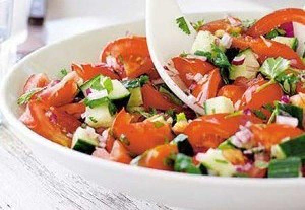 Рецепт                  Салат из огурцов и помидоров с моцареллой