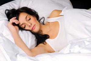 """Идеальная подушка должна создавать между плечом и шеей угол в 90 градусов в положении """"лежа на боку"""""""