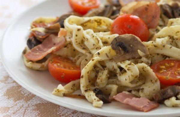 Рецепт                  Домашняя лапша с беконом и грибами