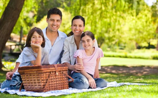 Лучшее времяпрепровождение семьей – пикник на свежем воздухе