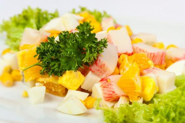 Рецепт                  Новогодние рецепты: Салат из крабовых палочек с апельсинами