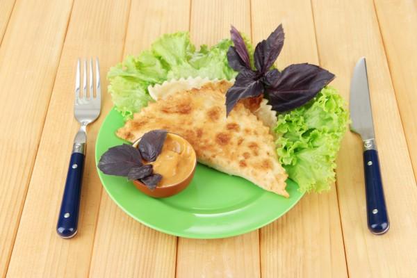 Рецепт                  Домашние чебуреки с мясом