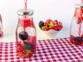 Детокс-вода с лесными ягодами