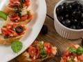 Брускетта с помидорами: ТОП-5 летних рецептов