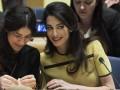 Амаль Клуни восхитила ярким нарядом на выступлении в штаб-квартире ООН