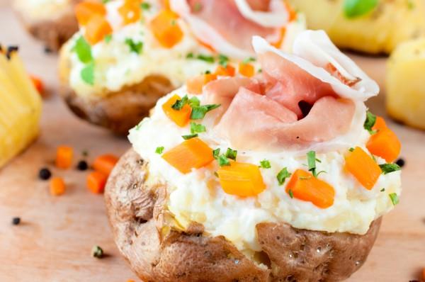 Рецепт                  Фаршированный картофель с ветчиной и сыром
