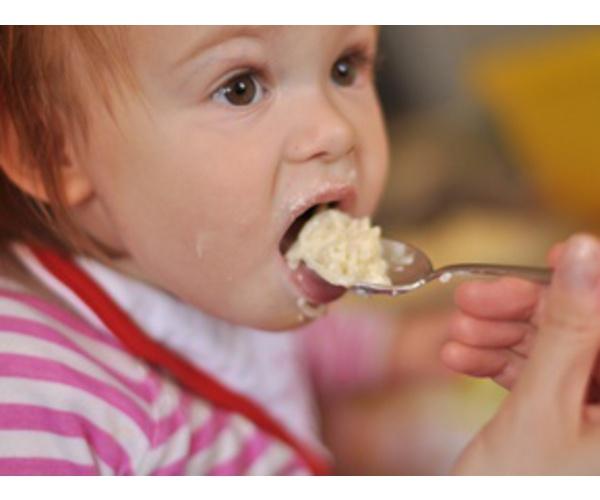 Очень часто современные детки, попробовав всяких яств, отказываются кушать обыкновенную кашу.