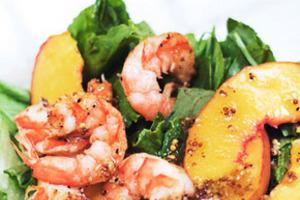 Персики придадут салату по-настоящему летний вкус!