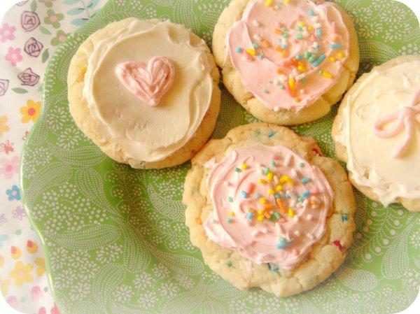 Миндальное печенье с глазурью и посыпкой