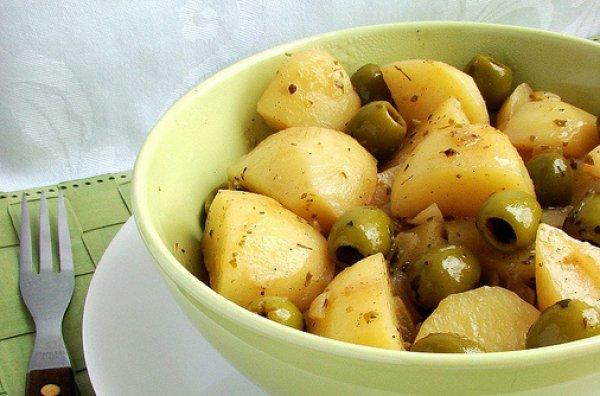 Рецепт                  Картофель с оливками в белом вине