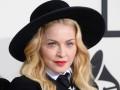 Мадонна показала детское фото со своей мамой
