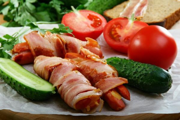 Рецепт                  Сосиски с беконом и сыром
