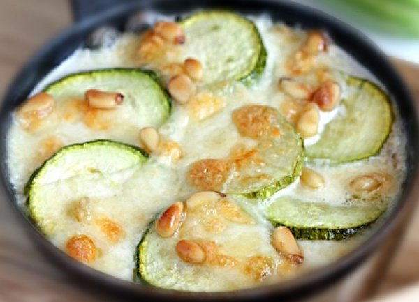 Кабачки с орешками и сыром