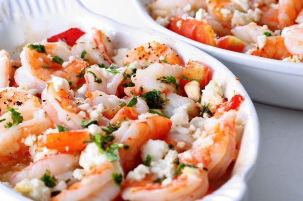 Рецепт                  Праздничный салат из креветок с сыром