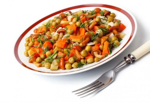 Рецепт                  Зимний салат с опятами и зеленым горошком