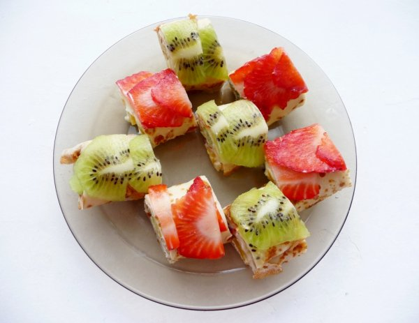 Рецепт                  Блинные роллы с творогом и фруктами