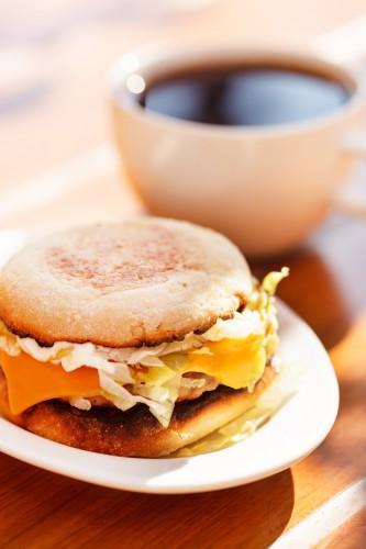 Рецепт                  Сэндвич с яйцом, сыром и ветчиной