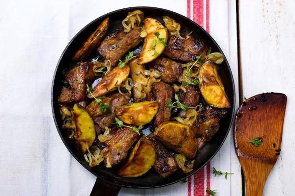 Рецепт                  Запеченные свиные ребрышки с картофелем