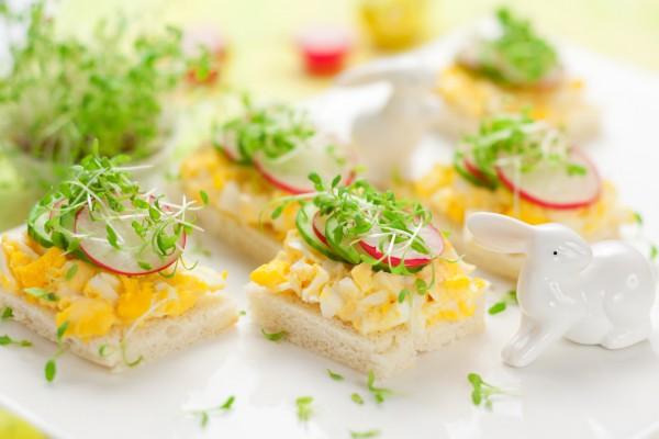 Рецепт                  Пасхальные канапе с редисом и яйцом