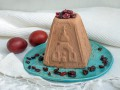 Творожная пасха: рецепт с шоколадом и черносливом