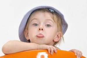 Избалованный ребенок может долго выражать недовольство, если ему в чем-то откажут