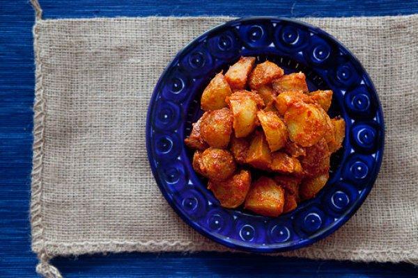 Рецепт                  Испанский запеченный картофель с томатным соусом