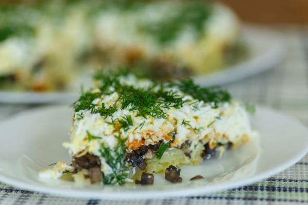Рецепт                  Слоеный салат из картофеля и грибов