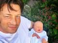 Шеф-повар Джейми Оливер опубликовал фото с новорожденным сыном