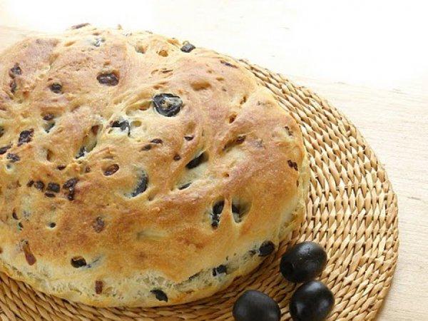 Рецепт                  Хлеб с луком и маслинами