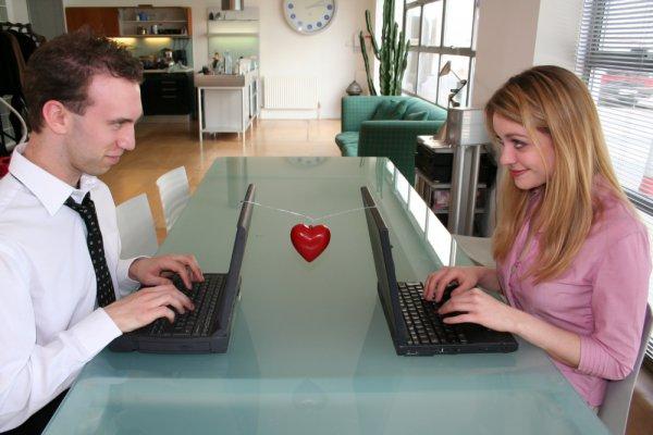 Служебный роман может принести много приятных эмоций
