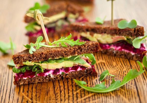 Рецепт                  Новогодние рецепты: Сэндвич с авокадо и свеклой