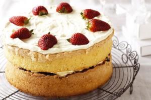 Бисквит идеально сочетается с фруктами