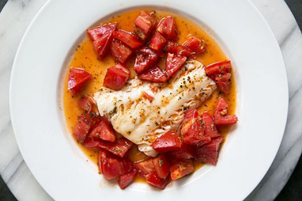 Рецепт                  Тушеная рыба с помидорами