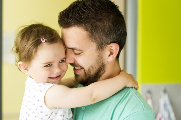 Отец написал письмо для своей маленькой дочки