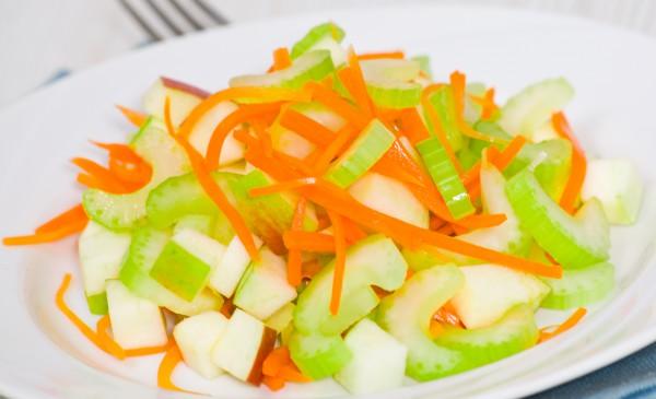 Рецепт                  Салат из сельдерея, моркови и яблок
