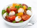Салат из помидоров черри с моцареллой