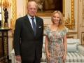 Принц Филипп вручил Кайли Миноуг специальную награду