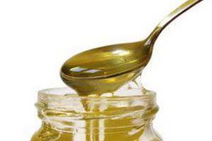 Мед пахнет луговыми травами, солнцем и летом