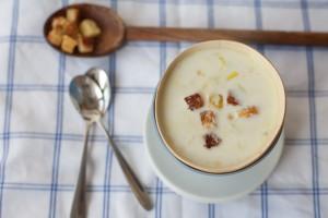 Готовый суп посыпать зеленью или гренками