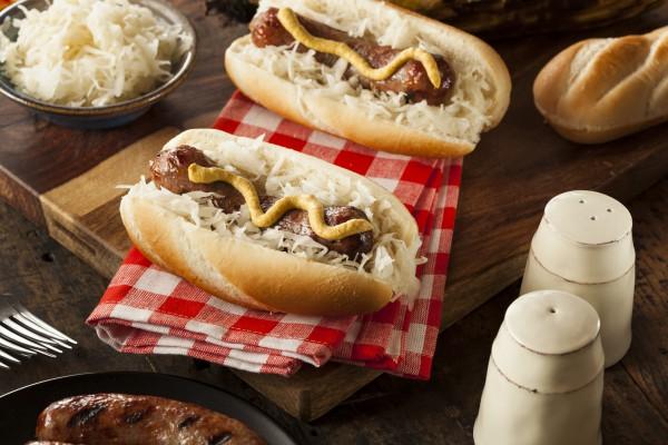 Рецепт                  Октоберфест: Хот-доги с колбасками и кислой капустой